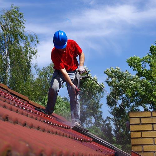 You are currently viewing Nettoyage de printemps ! Quand nettoyer ses façades et toitures de maison ?